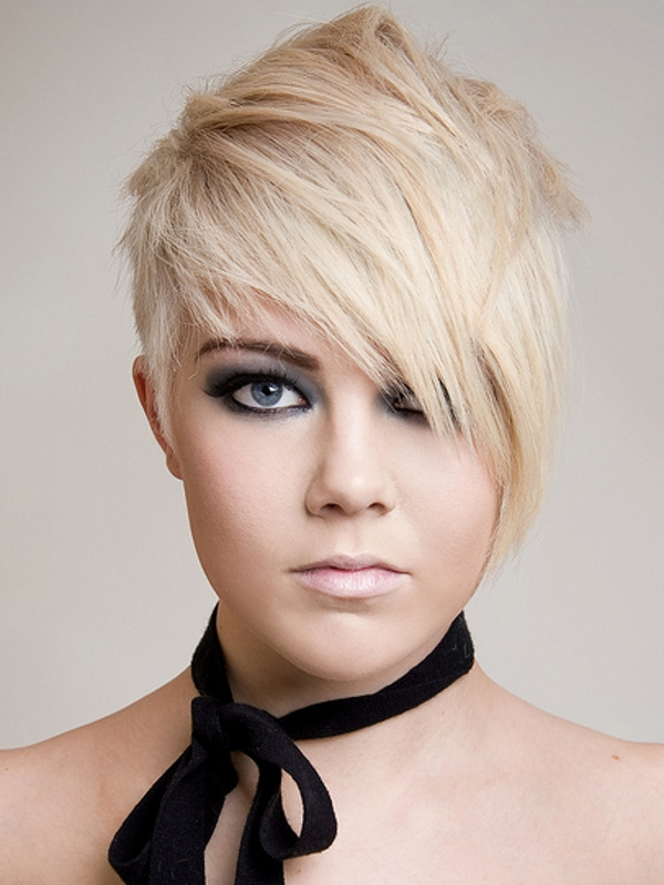 Short Emo Hairstyles for Girls with Round Faces