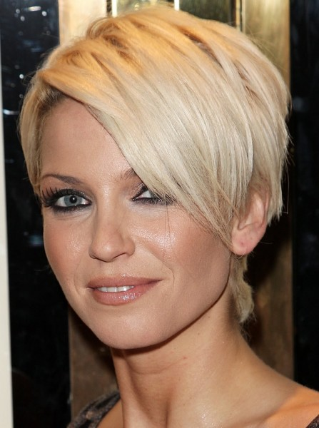 Short Hairstyles For Women Over 40 with Sexy Layers