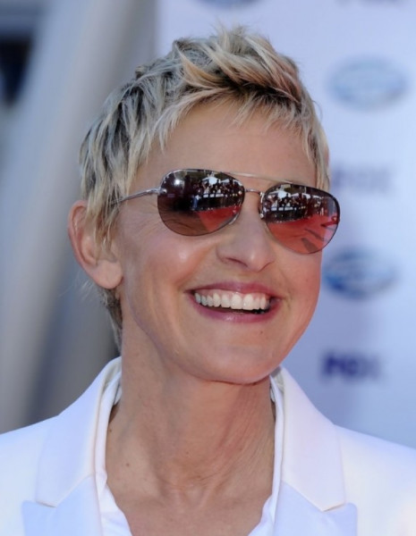 Short Hairstyles for Women Over 50 with Fine Hair and Glasses