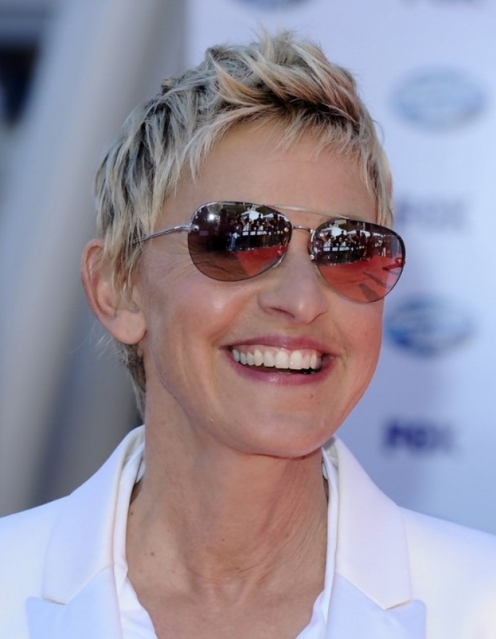 Short Hairstyles for Women Over 50 with Fine Hair and Glasses ...