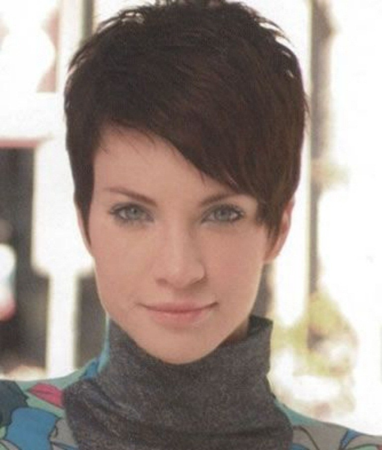 Elegant Short Hairstyles for Beautiful Women