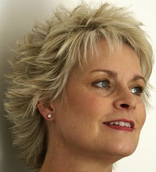 Short Layered Haircuts for Women Over 40 Messy-Mane-Layered-Haircuts-for-Women-Over-40