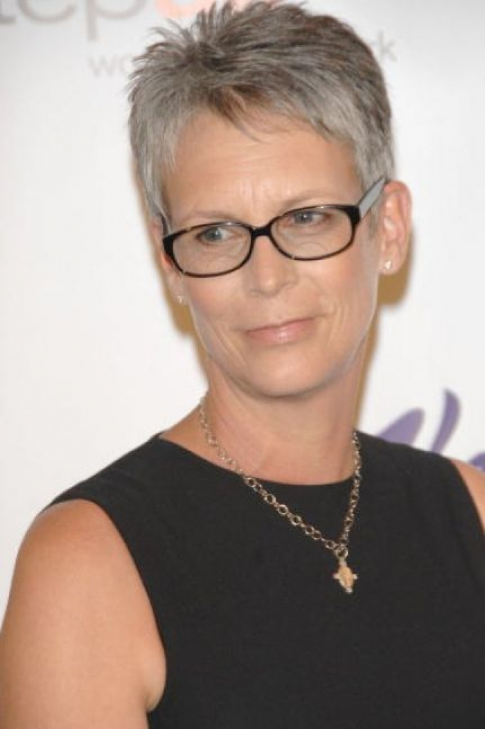 short haircuts for women over 50 with glasses