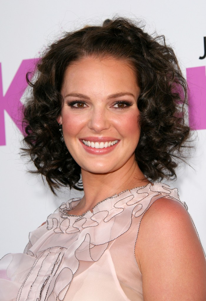 Best Medium Curly Hairstyles 2015 Medium-Length-Curly-Hairstyles-For-Round-Faces