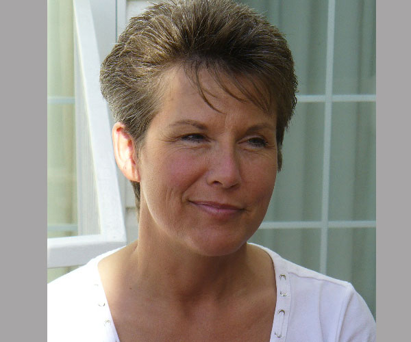 New Modern Short Hairstyles For Women Over 50