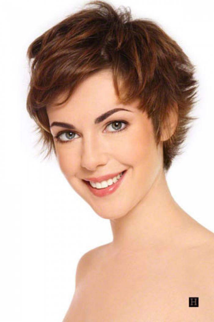 very short hairstyle brown hair 2014