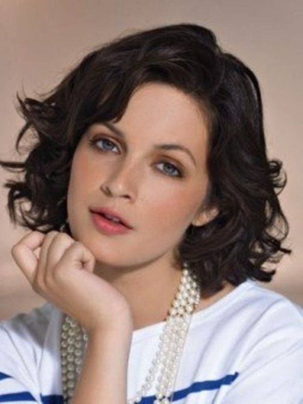 Trendy Bob Haircuts for Short Wavy Hair