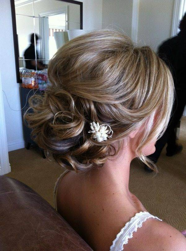 Beautiful Short Hair Updos For Bridesmaids