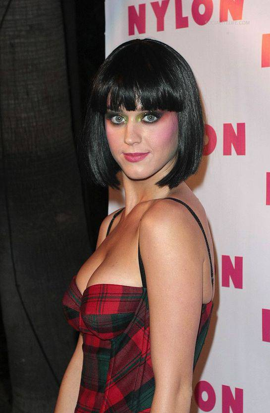 Best 11 Short Bob Hairstyles with Bangs short-inverted-bob-hairstyles-with-bangs