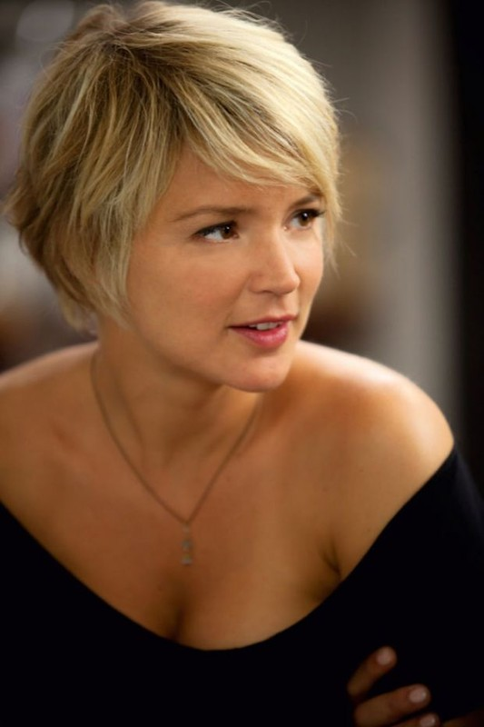short hairstyles for thin brown hair