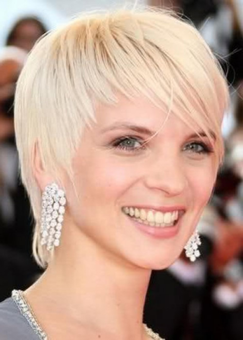 short hairstyles for thin straight hair