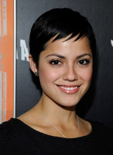 short black hairstyles for oval faces