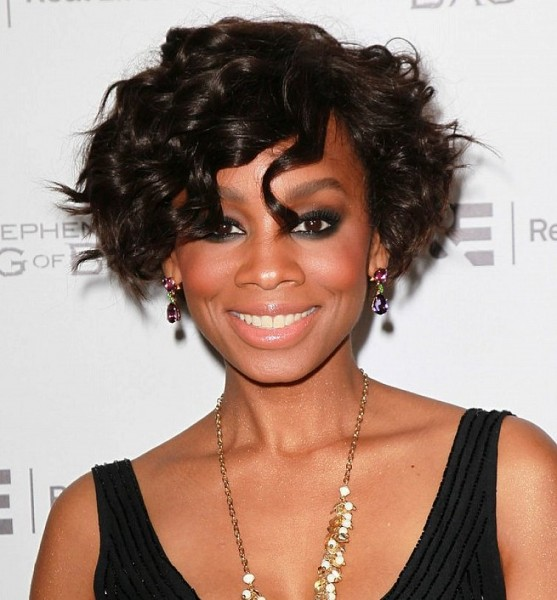2015 Short Hairstyles For Women Over 40 short-wavy-hairstyles-for-black-women-over-40-557x600
