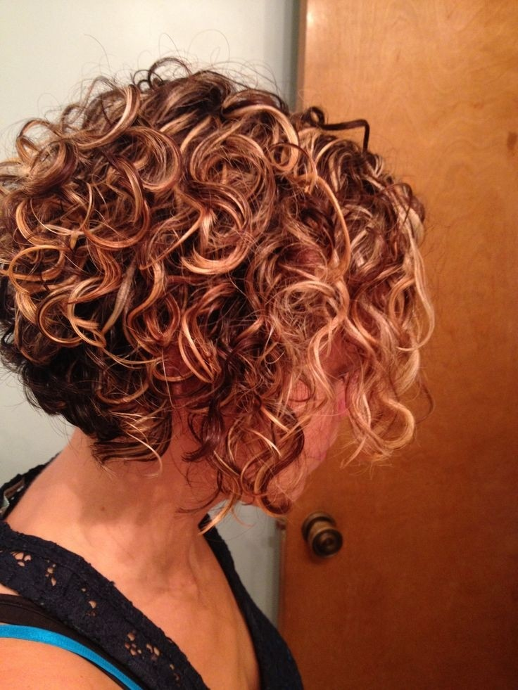 short stacked hairstyles for curly hair