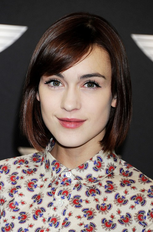 cute short bob haircut with side swept bangs