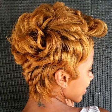 Curly Pixie Haircut Style for Black Women 4
