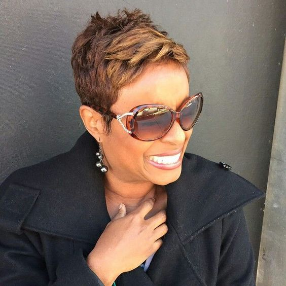 Short Straight Hairstyle for Black Women 3
