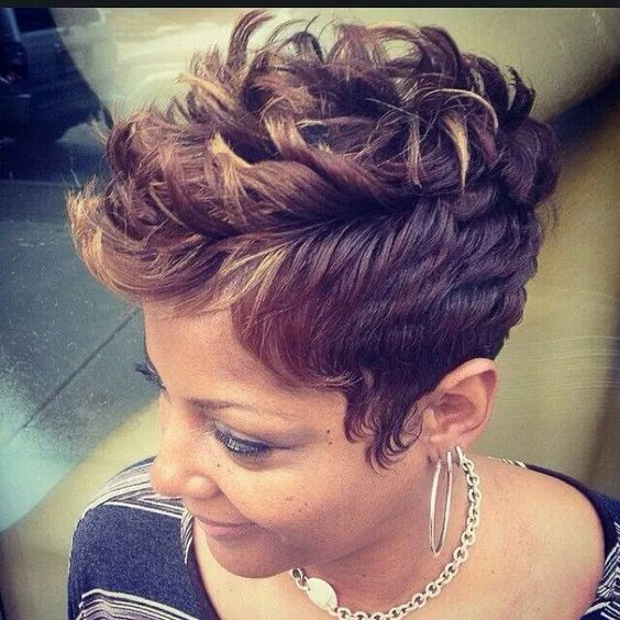 Curly Spike Hairstyle for African American Women 2