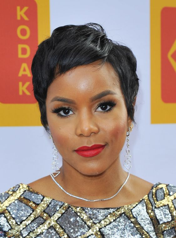 Short Straight Hairstyle for Black Women 4