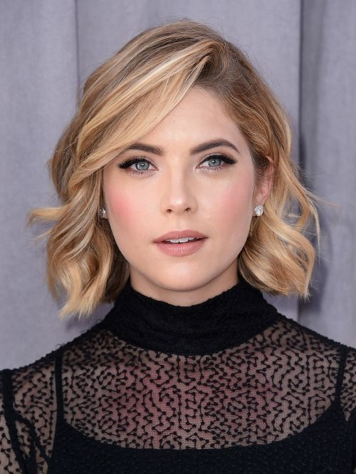 Beautiful Short Wavy Haircuts for Women