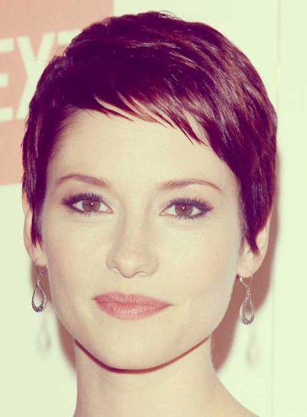 short brown hairstyles with red highlights