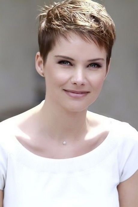 Be Elegant and Beautiful with Fine Short Haircuts for Round Face fine-short-hair-round-face-13