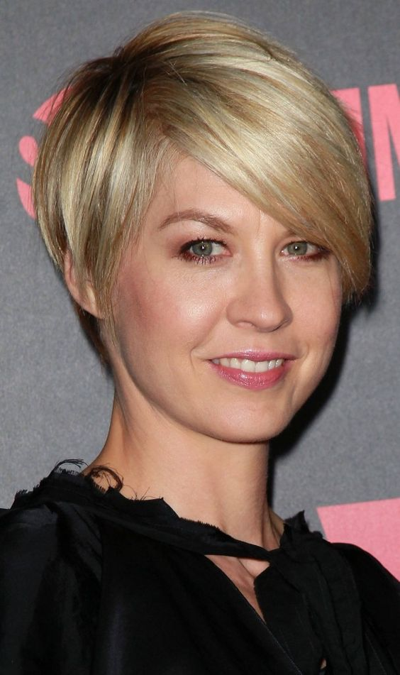 Be Elegant and Beautiful with Fine Short Haircuts for Round Face fine-short-hair-round-face-6