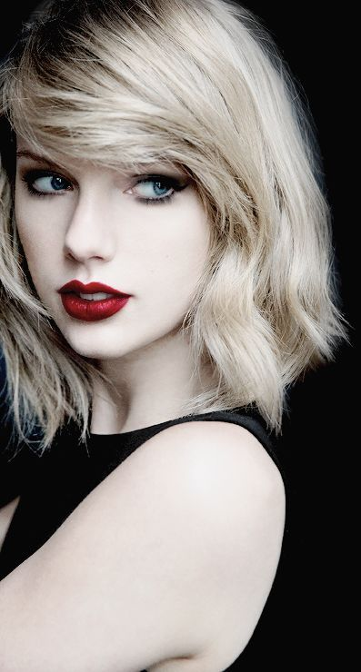 short wavy a-line bob hairstyle taylor swift
