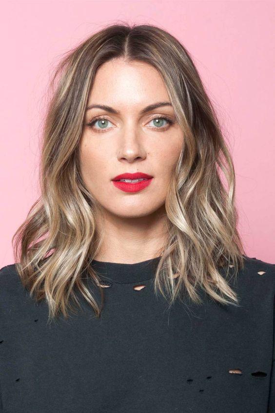 Unique and Stunning Chin Length Bob Hairstyle Bob_lower_waves_2