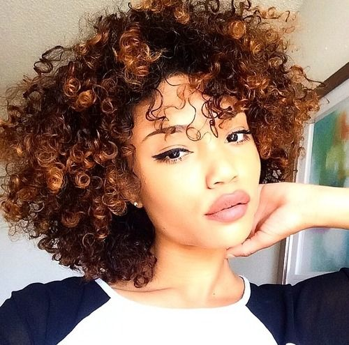 Natural Hairstyles for Short Hair That Is Simple To Do! caramel_highlights_5