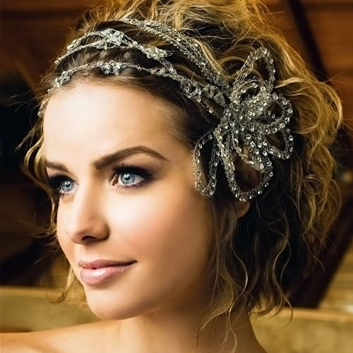 Updos For Short Hair That Will Increase The Beauty Values of Yours updos_short_hair_multi_headband_3