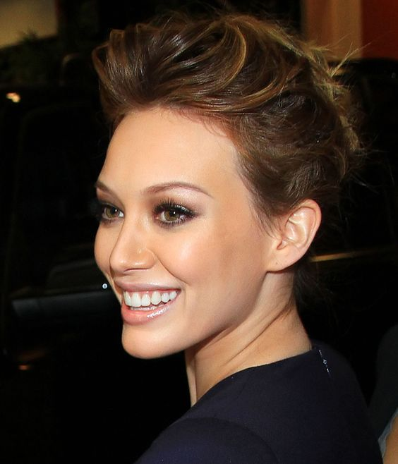 Sedu Hairstyles How To Reveal The Natural Beauty Of Your Face Shape hillary_duff_hairstyles_3