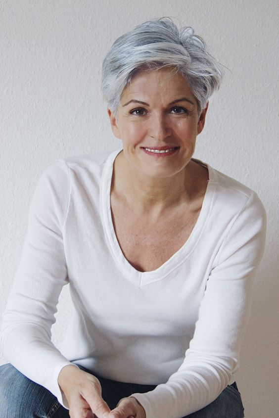 Hairstyles For Gray Hair Without Looking Old older_women_grey_short_hairstyles_7