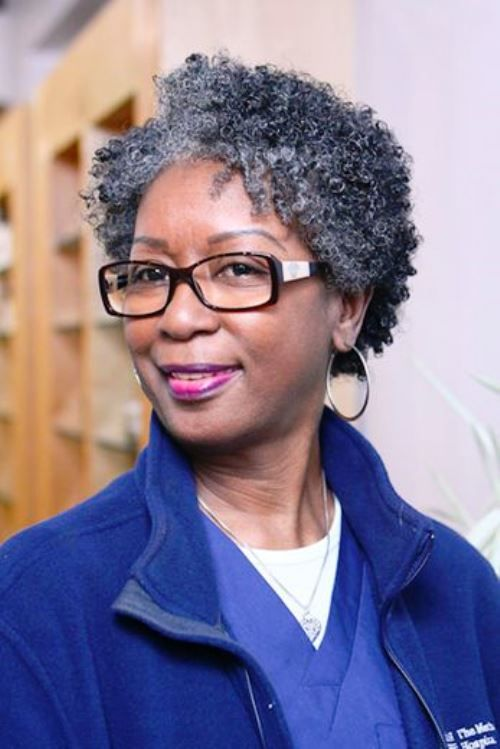 Appealing Short Haircuts For Ladies Over 50 short_haircut_older_african_american_13