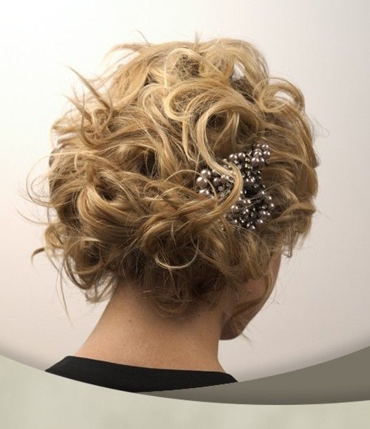 Choosing A Suitable Hairstyle For Your Wedding wedding_hairstyles_women_ideas_2