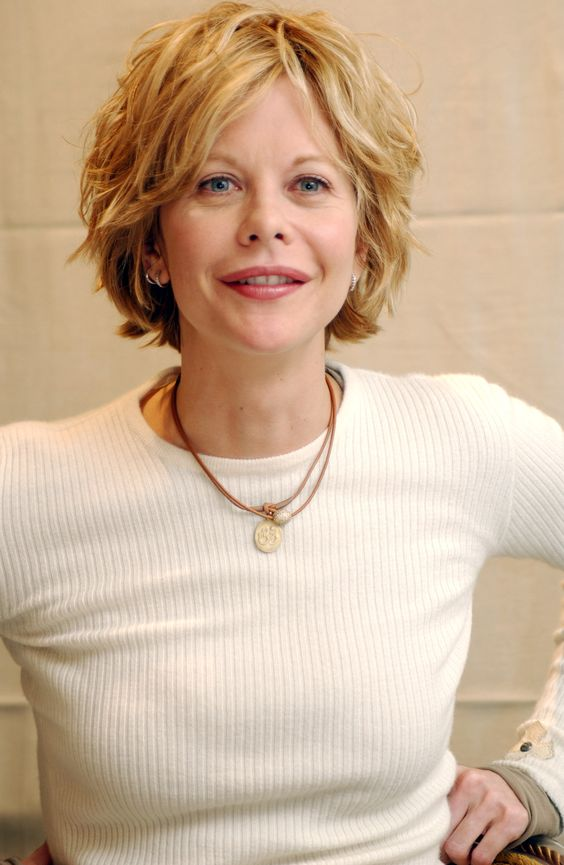 over 40 women looks pretty with the asymmetric blonde bob hairstyle