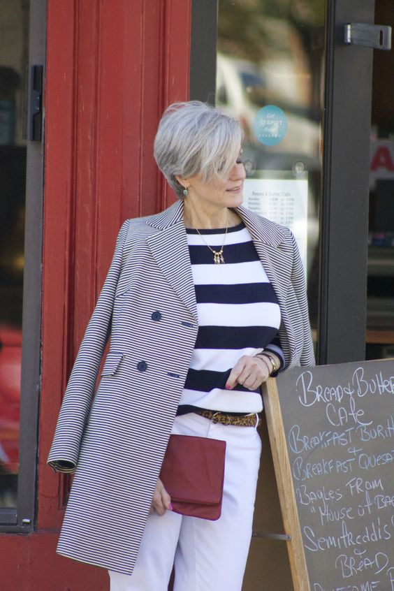 amazing pixie hairstyle for women over 60