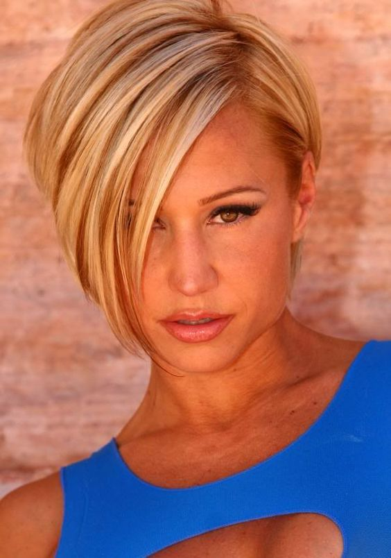 cute layered blonde hairstyle layered_blonde_short_hair_highlights_1