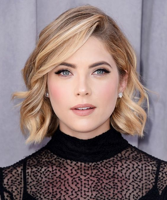 Popular Short Blonde Highlighted Hairstyles layered_blonde_short_hair_highlights_5