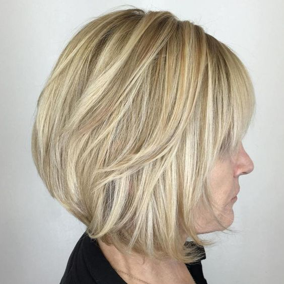 Popular Short Haircuts for Women Over 40 with Thick Hair over_40_hairsytle_with_highlights_1