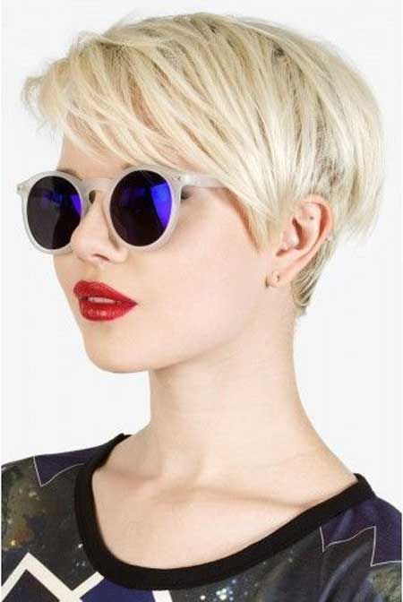 cute pixie hairstyle to make your hair look thicker