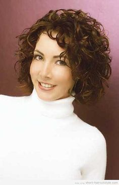 trendy haircut style for women with round face and curly hair