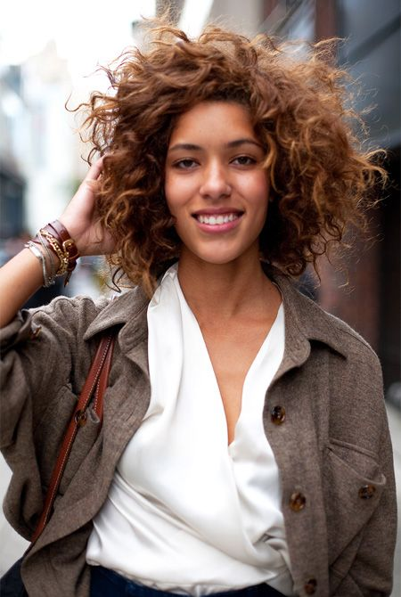 beautiful curly hairstyles for women natural_curly_caramel_highlights_9