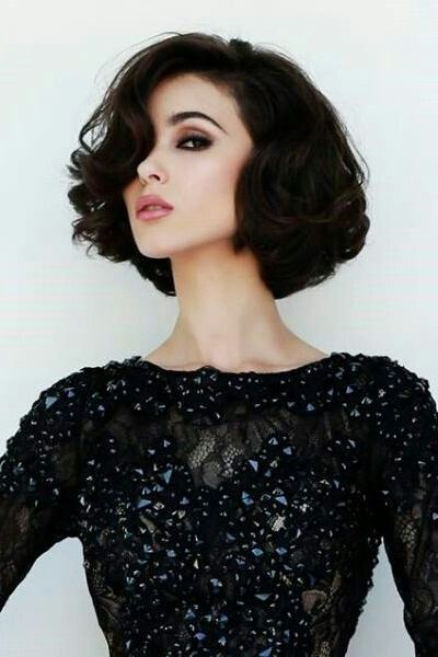 a classic curly bob hairstyle for women with round face and thick hair