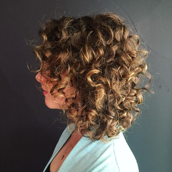 highlighted_curly_hair_women_12 highlighted_curly_hair_women_12