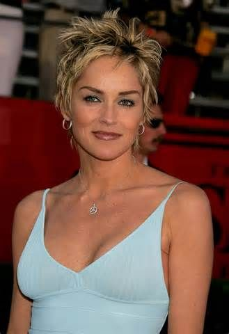beautiful short hairstyle that fit with older women