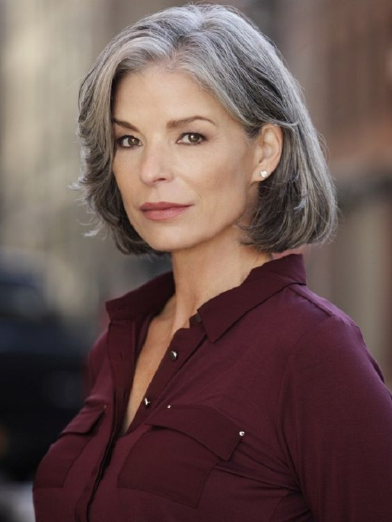 pretty gray bob hairstyle for older women