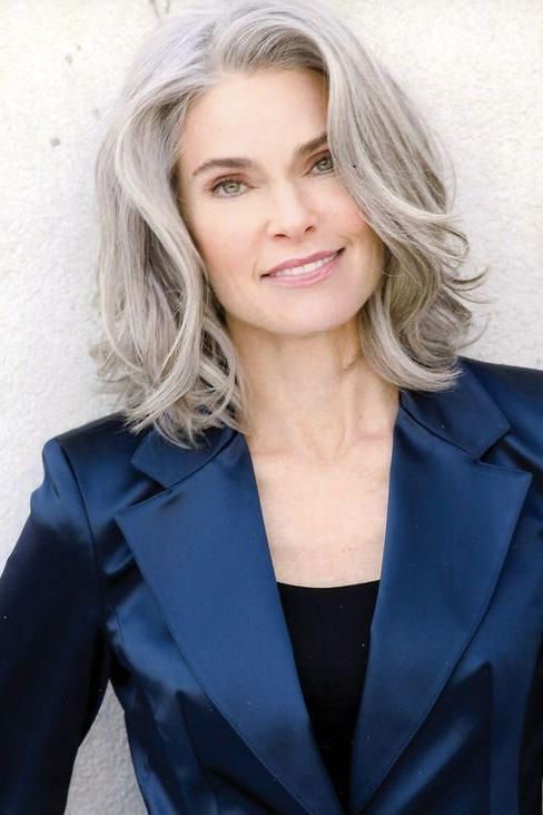 pretty lob hairstyle that older women can try