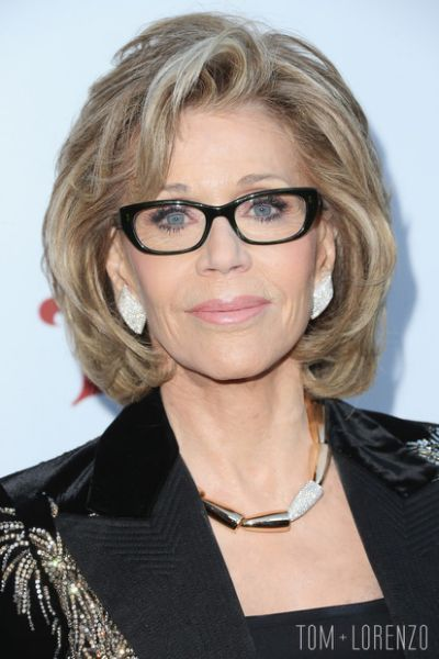 pretty-looking-over-60-women-with-chin-length-hairstyle-and-glasses pretty-looking-over-60-women-with-chin-length-hairstyle-and-glasses