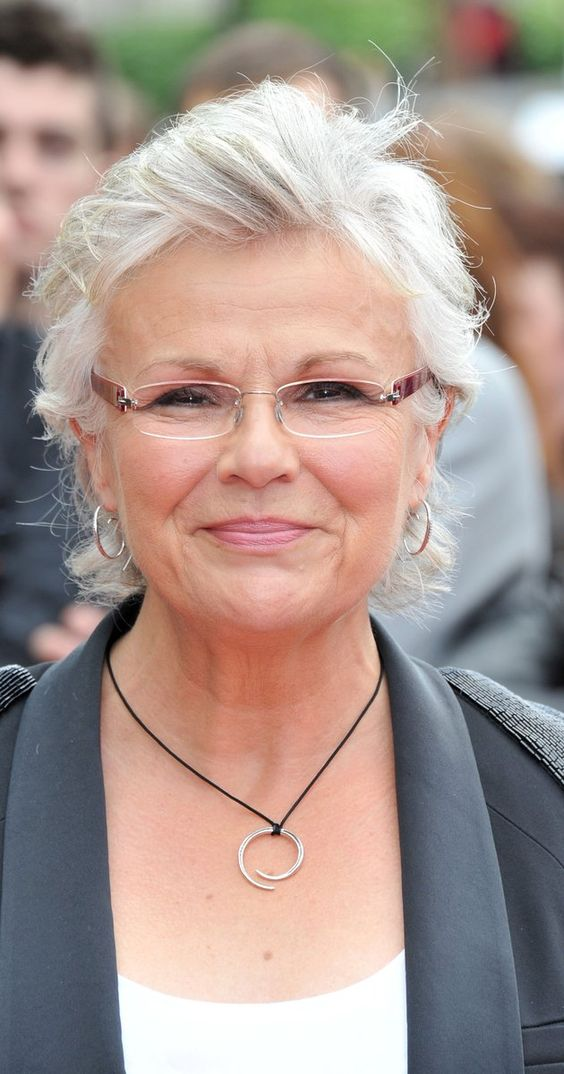 9 Most beautiful Short Hairstyles for Women with Grey Hair and Glasses trendy-short-formal-haircut-for-older-women-with-grey-hair